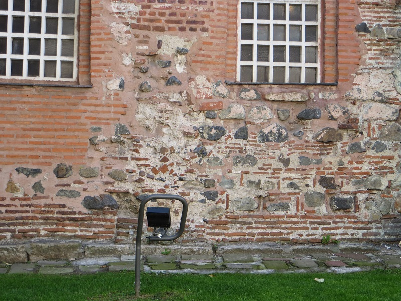 Stones in the wall are surrounded with bricks. This is a Turkish way of masonary.